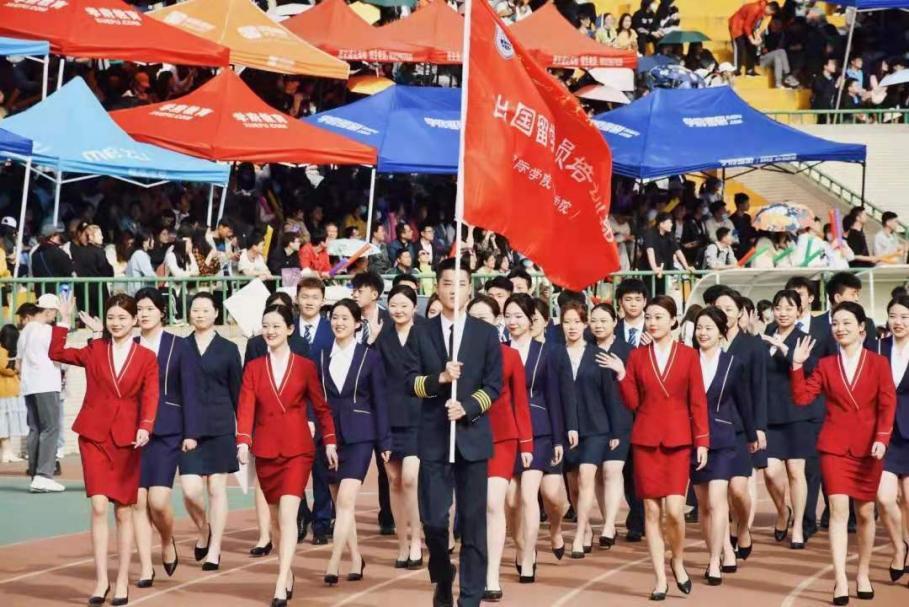 西安外国语大学国际学院学生积极参加学校2021年田径运动会(图1)